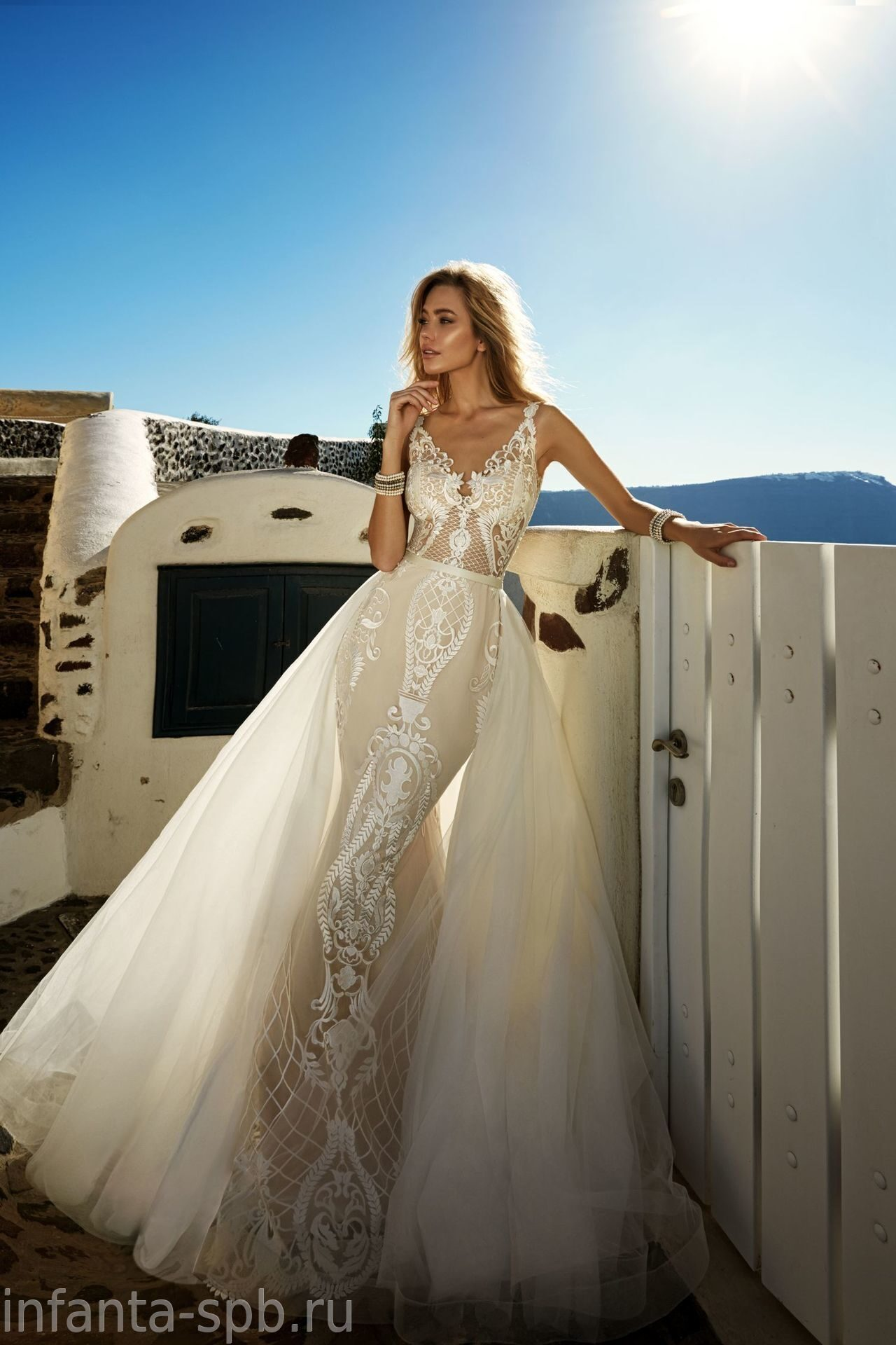 85b45b99417 Силуэтное свадебное платье со съемной юбкой свадебное ателье в Спб