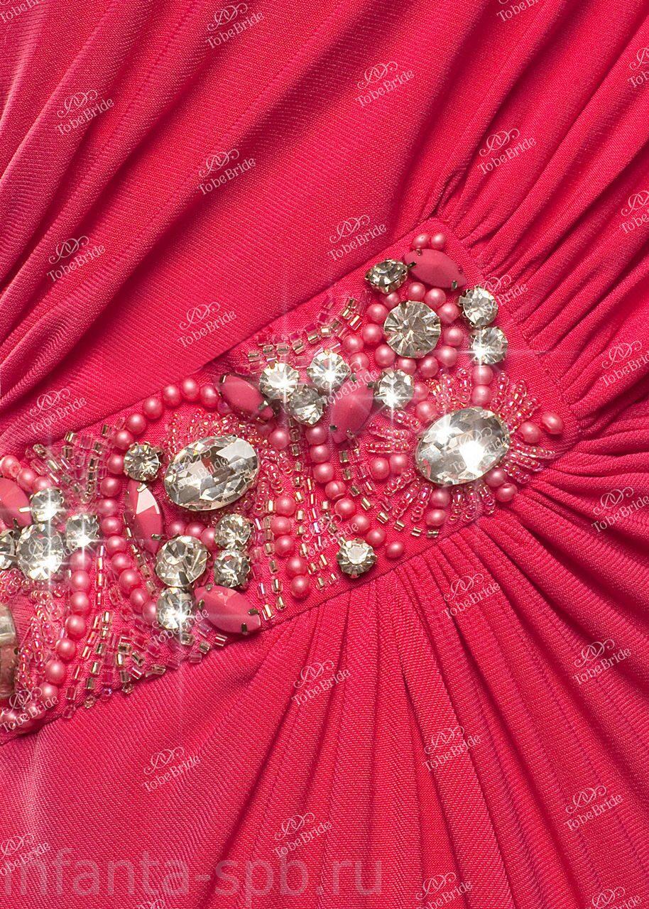 Платье с вышивкой на поясе
