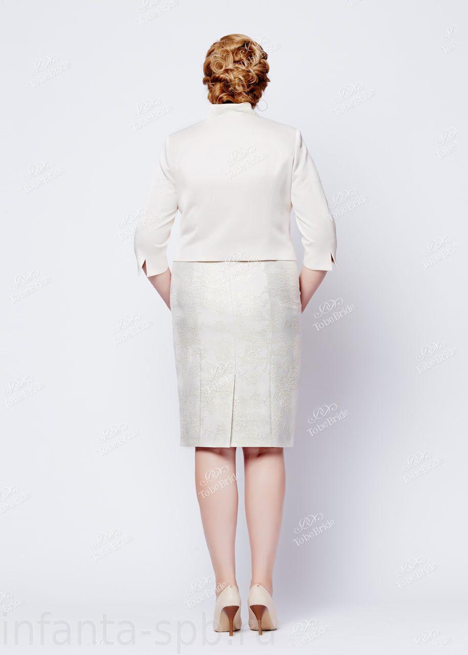 Светлый женский костюм доставка