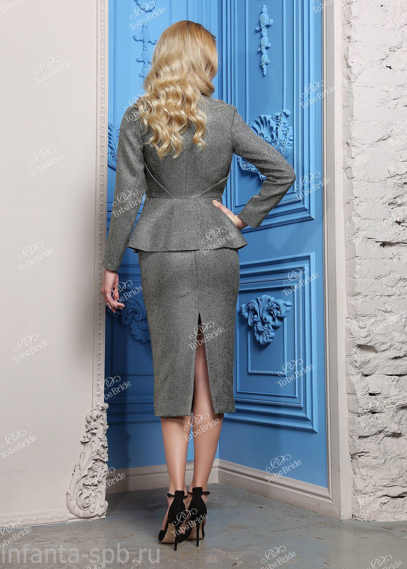 Женские стильные костюмы с юбкой