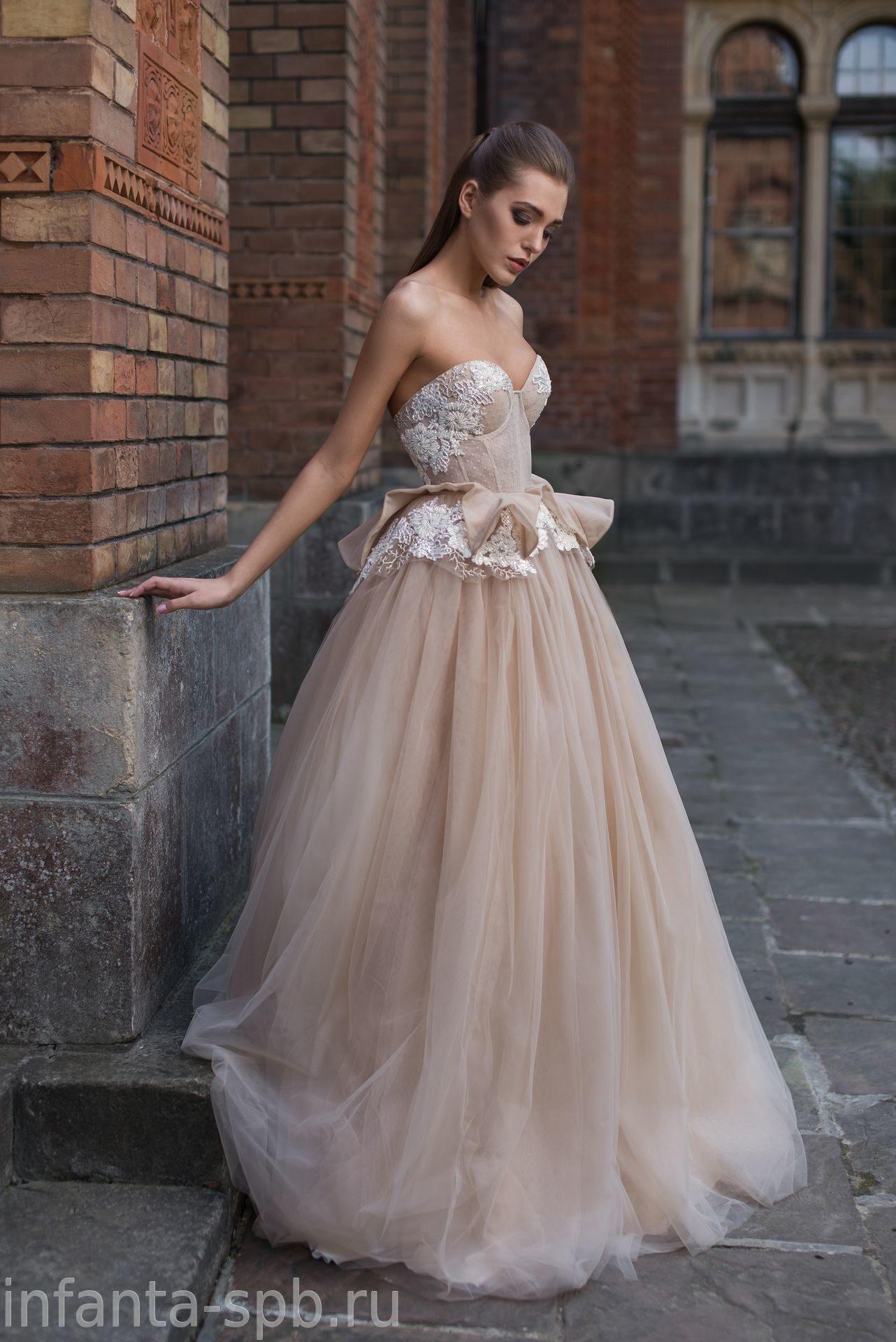 913a07d9e74c085 Трендовое свадебное платье цвета капучино с баской